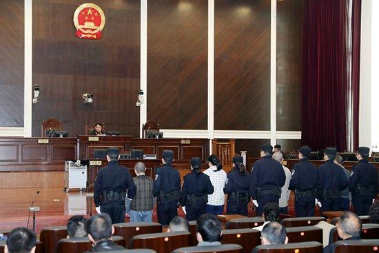 2015年6月16日,武汉海关缉私局将涉案化学公司冯某,张成抓获,对该