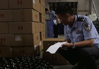 天津警方侦破特大跨国走私非法买卖制毒物品案